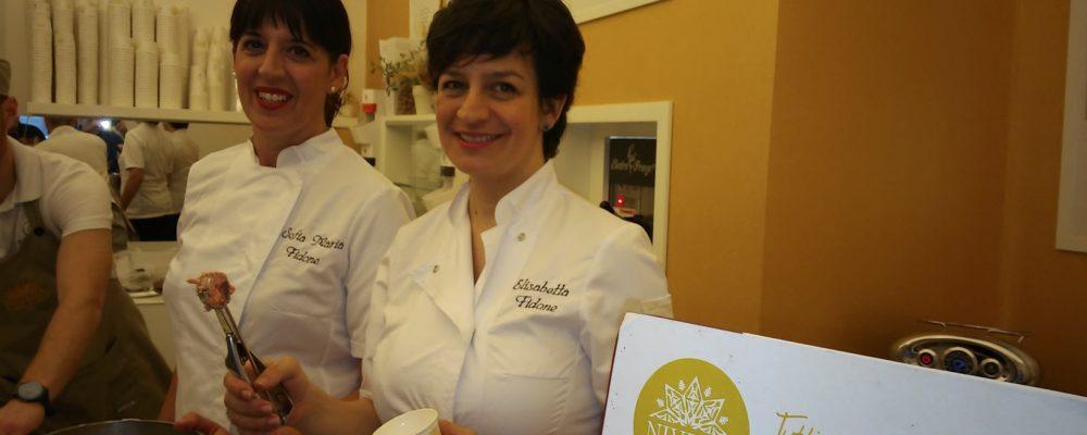 """Scicli vista da Elisabetta e Sofia Fidone proprietarie della Gelateria """"NIVERA il gelato di natura"""""""